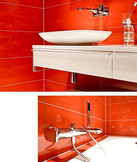 Ein farbefrohes Neues Badezimmer von Herbert und Reibstein.