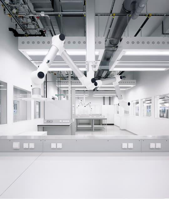 Laborplätze im neuen Laborgebäude